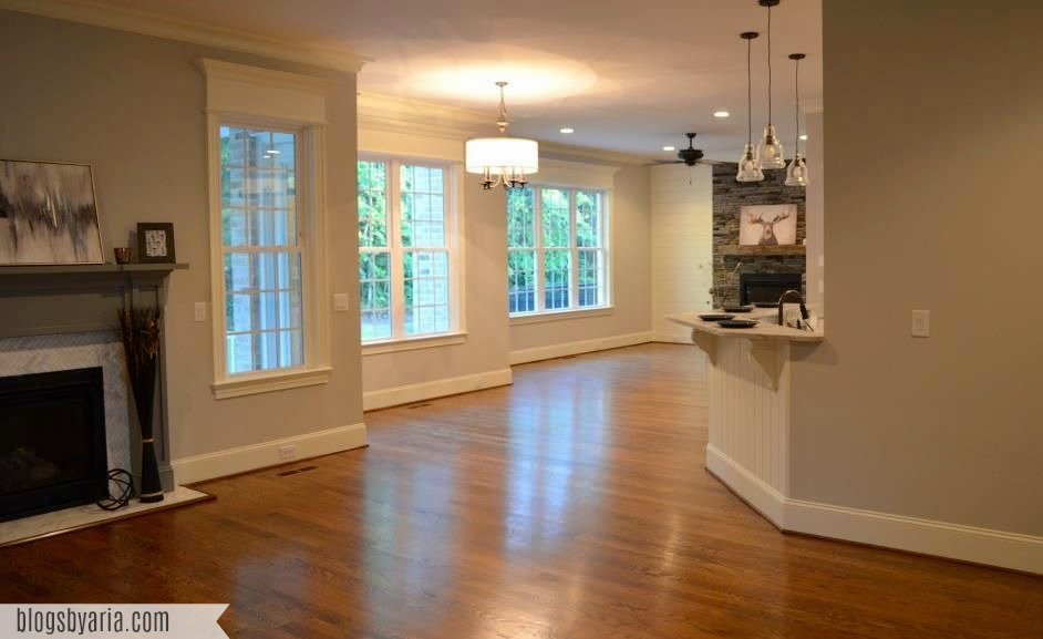 flow from living room to dining nook to the morning room