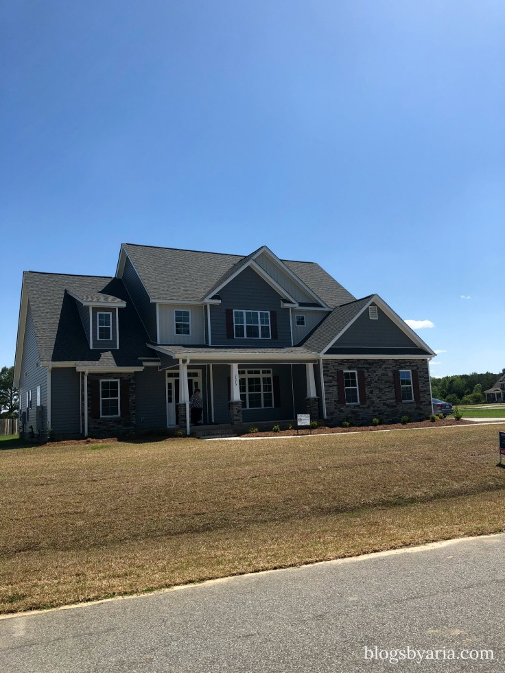 traditional/craftsman style house