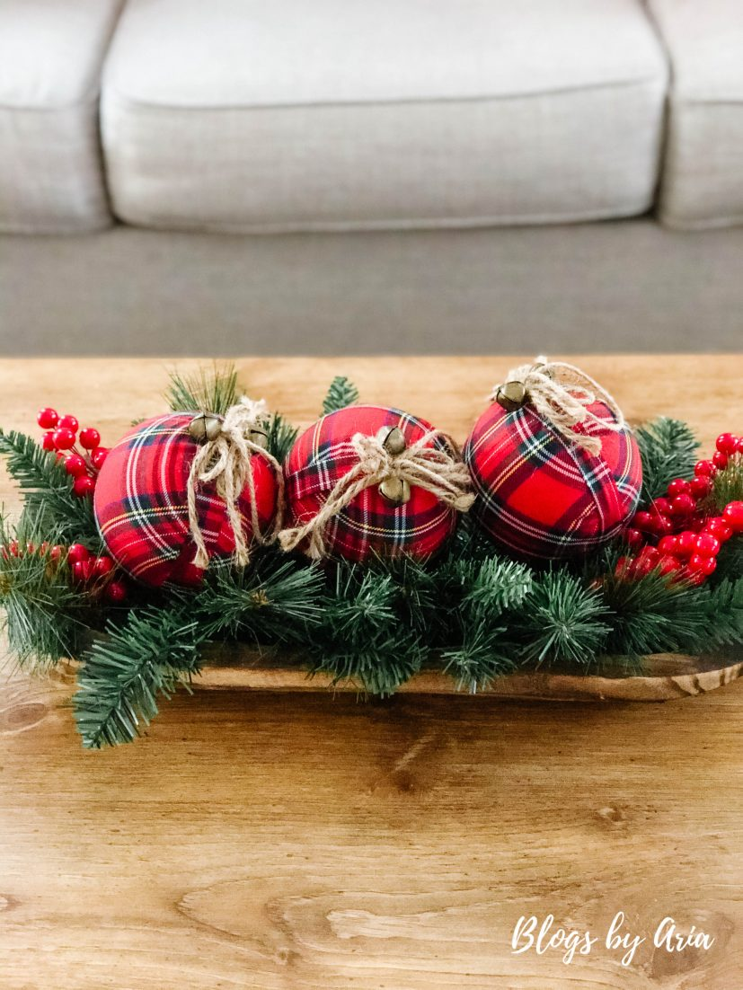 easy to make Christmas table centerpiece