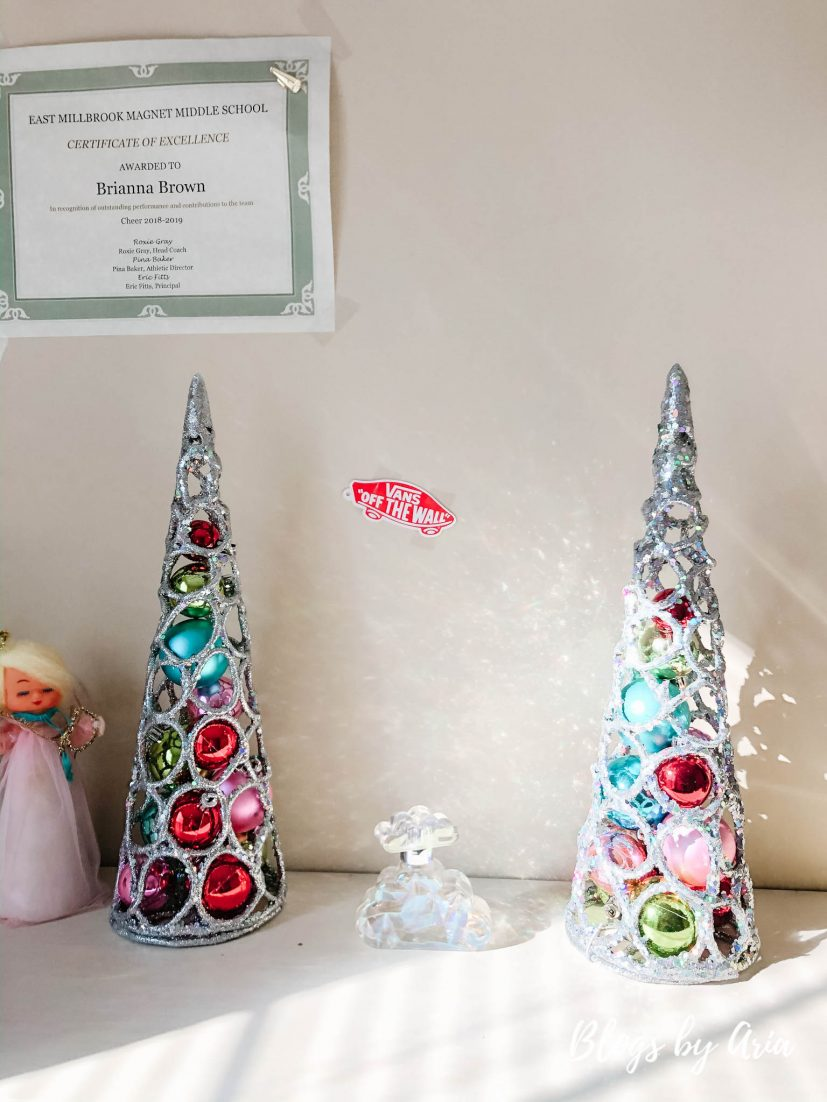 girls Christmas decor