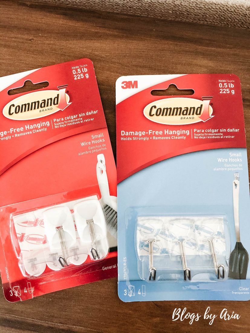 use Command hooks to secure mantle garland